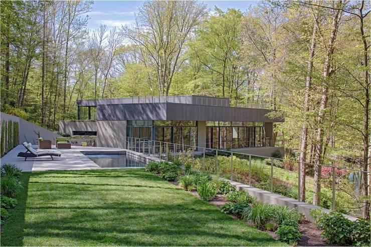 Casas de estilo  por Specht Architects