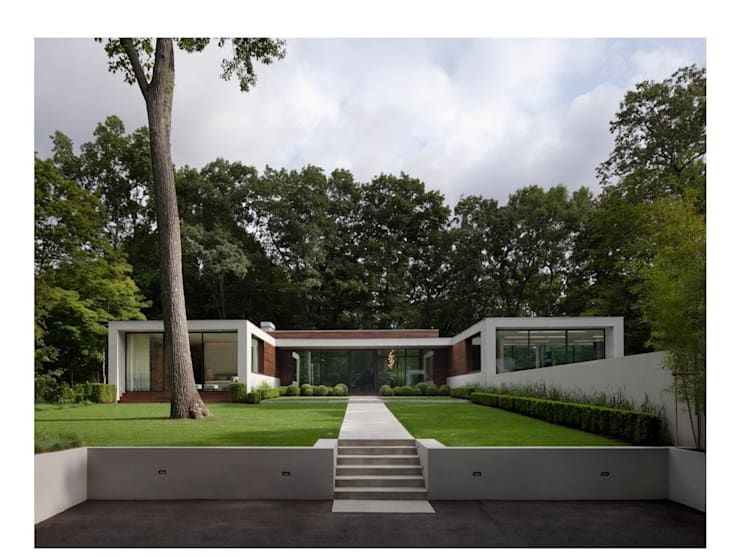 New Canaan Residence: modern Houses by Specht Architects