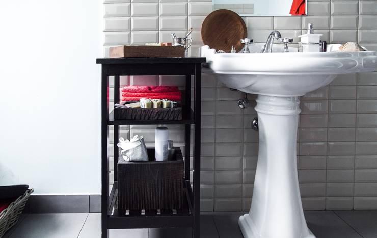 Доски и посуда: Ванная комната в . Автор – FUGA,