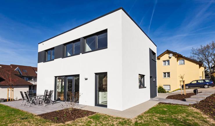 Das Energiespeicherplushaus von Dynahaus: moderne Häuser von Dynahaus GmbH & Co. KG