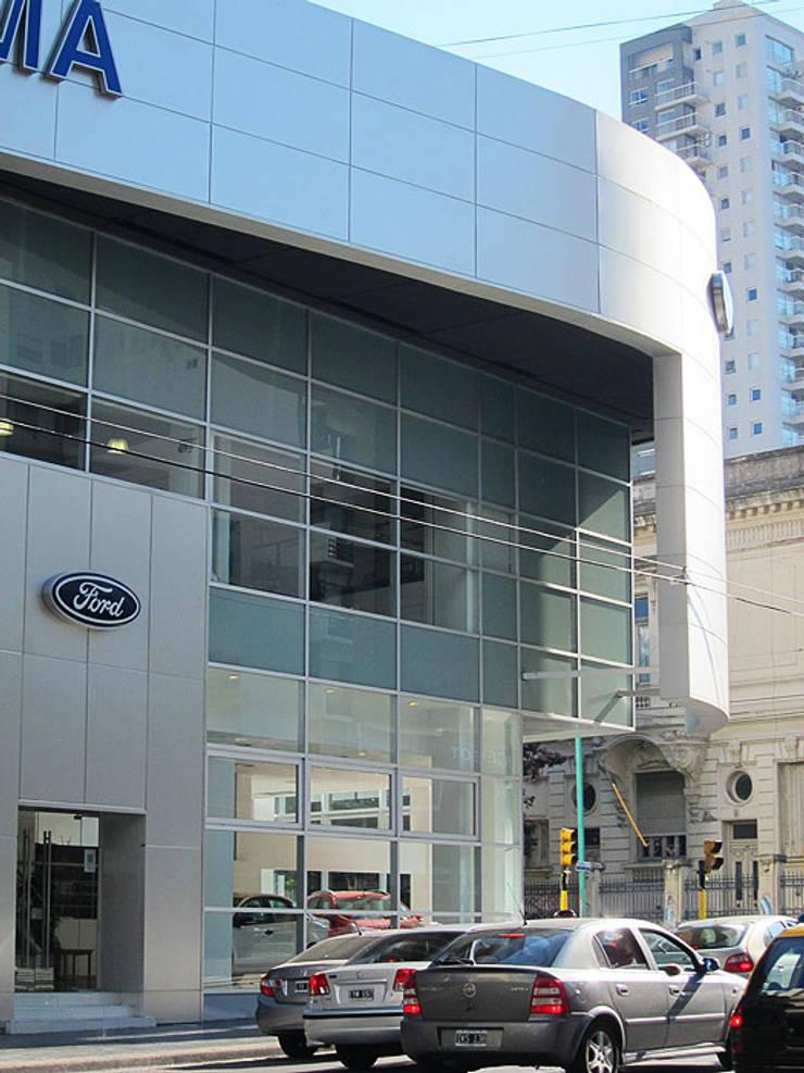 Ford Serra Lima AGENCIA AUTOMOTOR -CÓRDOBA Y AGUERO C.A.B.A.: Casas de estilo  por vivasarquitectos
