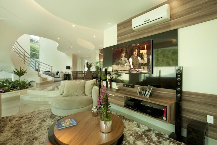 Salas multimedia de estilo  por Arquiteto Aquiles Nícolas Kílaris