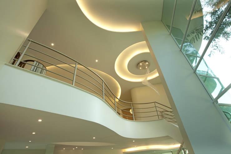 Livings de estilo  por Arquiteto Aquiles Nícolas Kílaris