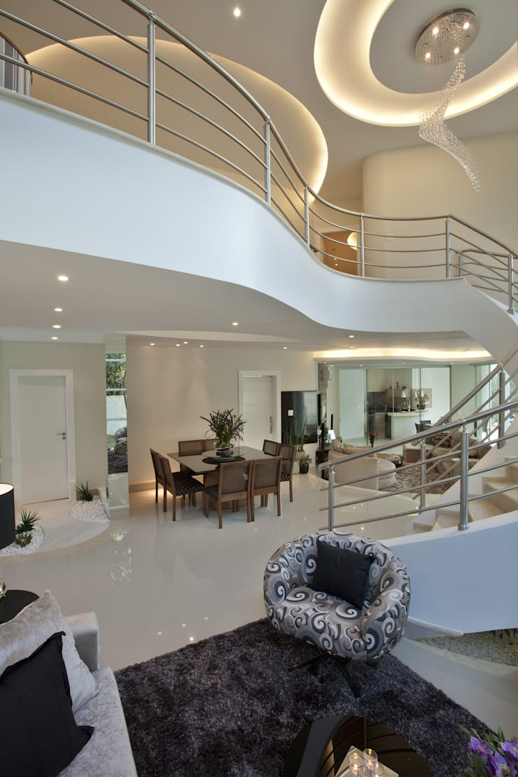 Casa Refúgio da Mata: Salas de estar  por Arquiteto Aquiles Nícolas Kílaris,