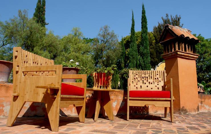 Beat lounch chairs - Sillones Beat: Balcones y terrazas de estilo  por Wedgewood Furniture