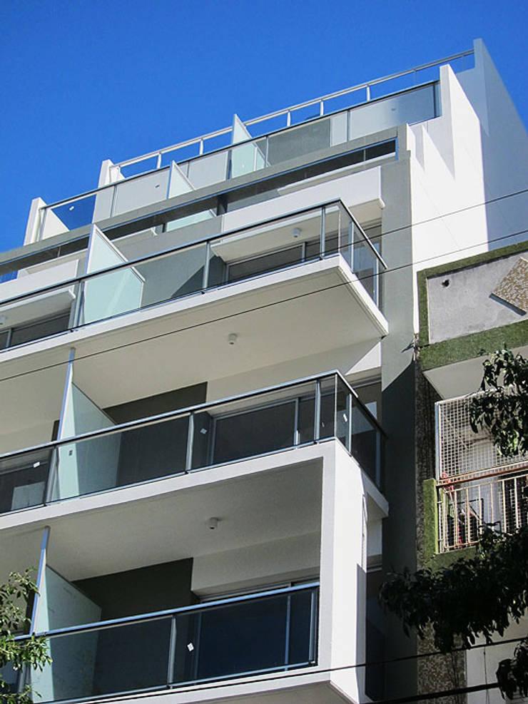 Tres Arroyos 875 VIVIENDA MULTIFAMILIAR - TRES ARROYOS 875 C.A.B.A. : Casas de estilo  por vivasarquitectos,Moderno Caliza