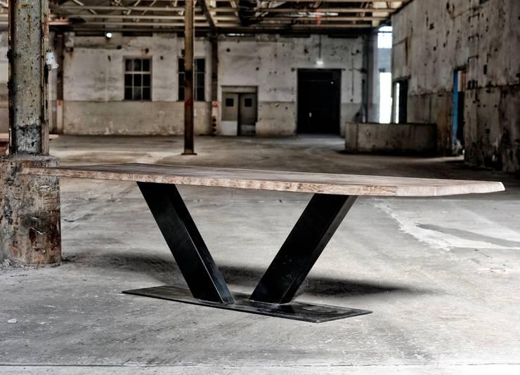 Industriele tafel V poot:  Eetkamer door RestyleXL