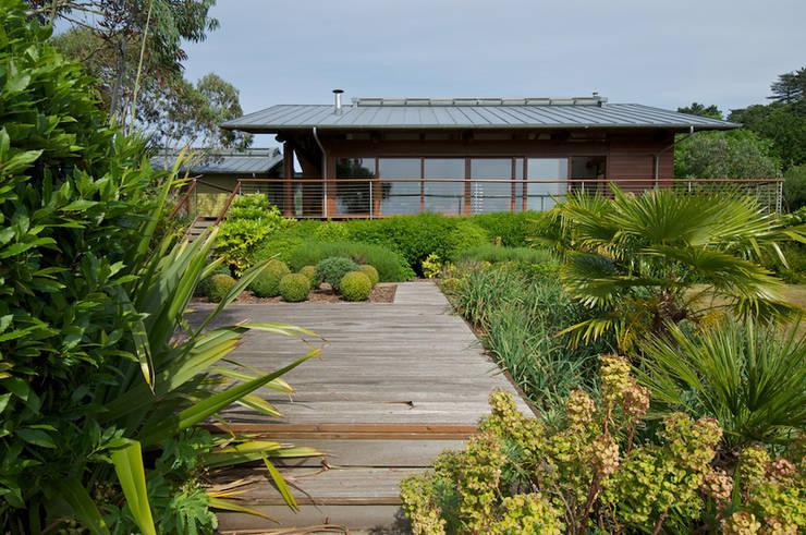 Projekty, nowoczesne Domy zaprojektowane przez DUA Architecture LLP