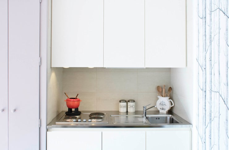 cucina in nicchia: Cucina in stile in stile Moderno di marta novarini architetto