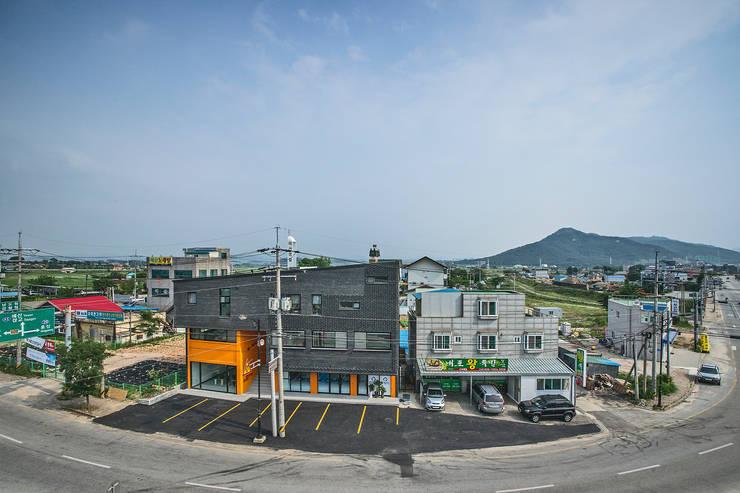 덕산 W-Building: JYA-RCHITECTS의  주택,모던