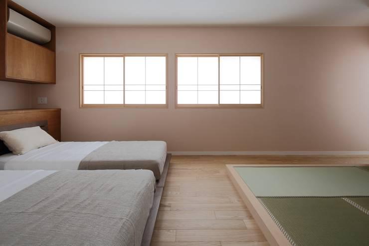 上目黒の家リノベーション: 伊藤一郎建築設計事務所が手掛けた寝室です。