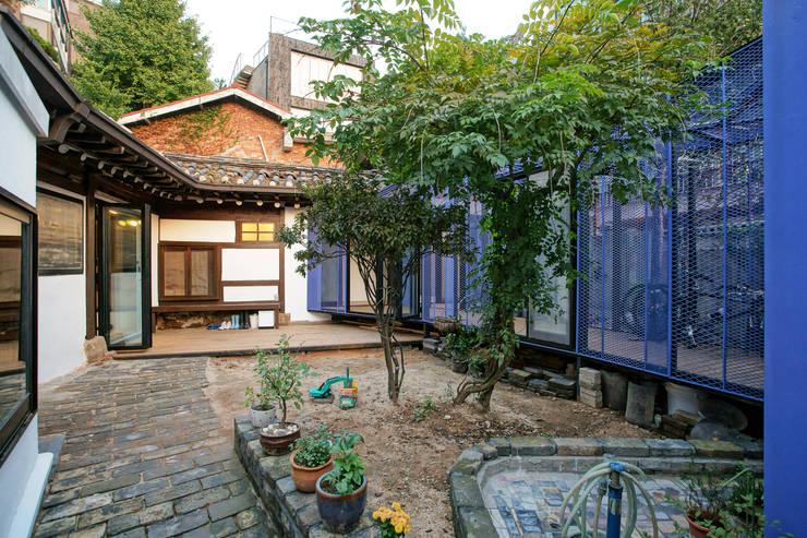 Buam-dong House: JYA-RCHITECTS의  주택