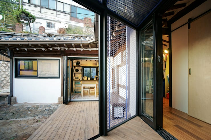 Buam-dong House: JYA-RCHITECTS의  베란다,한옥