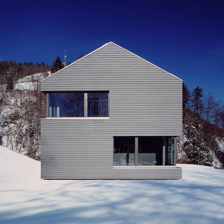 NeubauEinfamilienhaus Brunnadern: moderne Häuser von Markus Alder Architekten GmbH