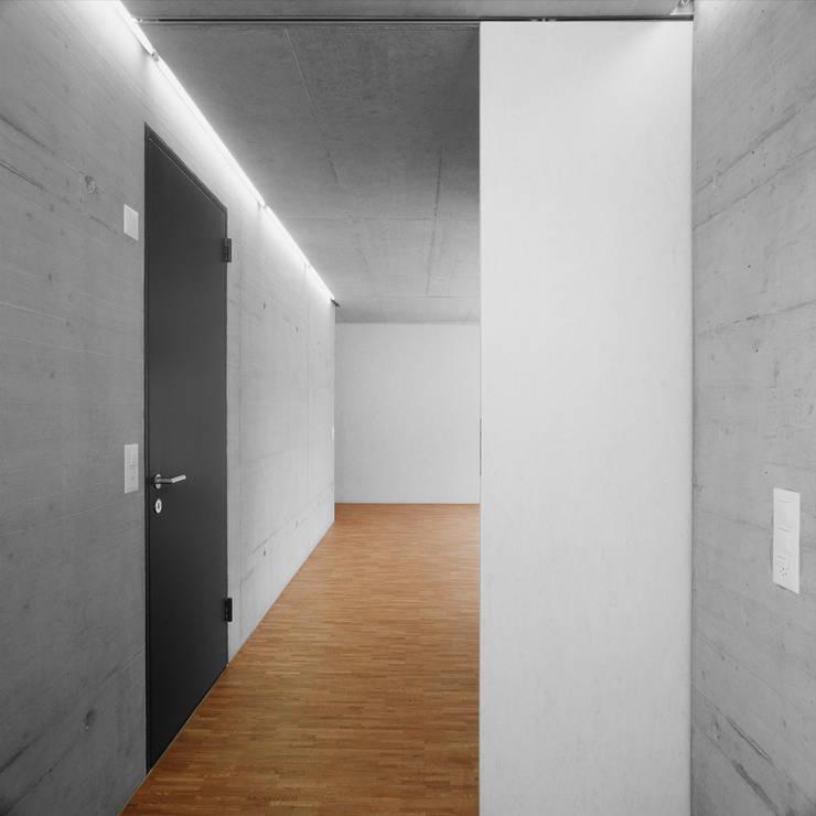 NeubauEinfamilienhaus Brunnadern: moderne Wohnzimmer von Markus Alder Architekten GmbH