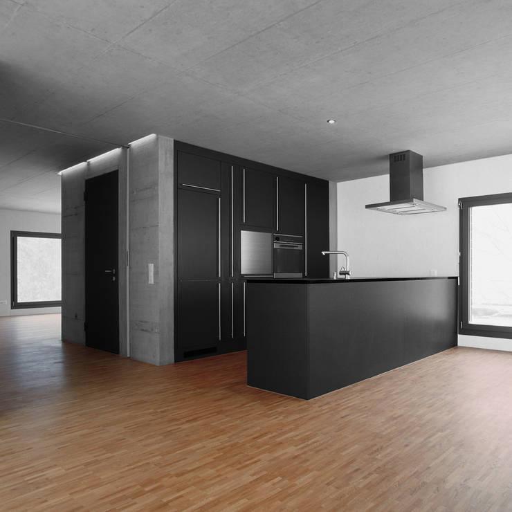 NeubauEinfamilienhaus Brunnadern: moderne Küche von Markus Alder Architekten GmbH