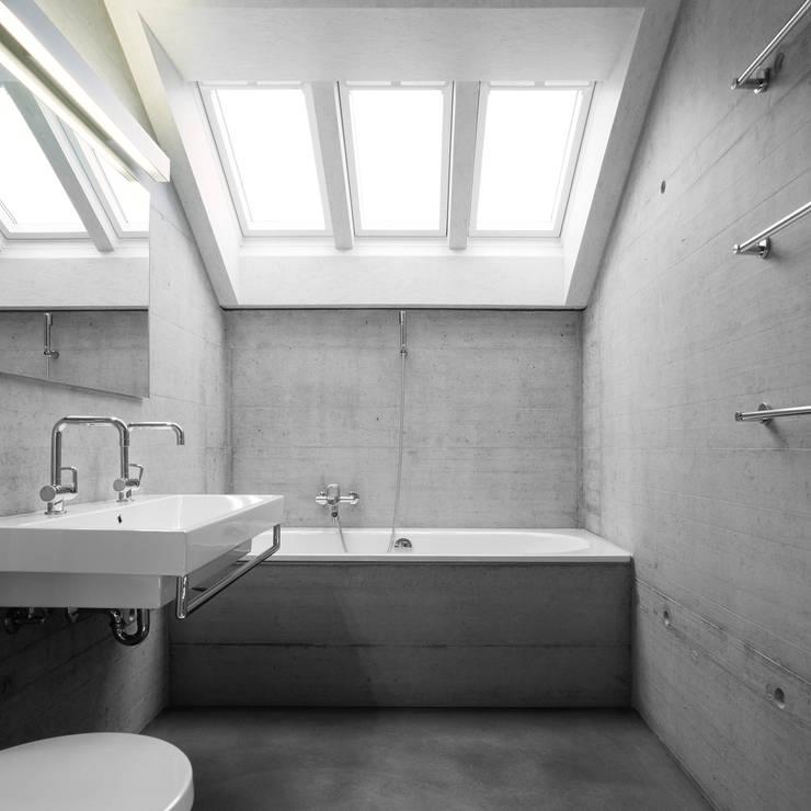 NeubauEinfamilienhaus Brunnadern: moderne Badezimmer von Markus Alder Architekten GmbH