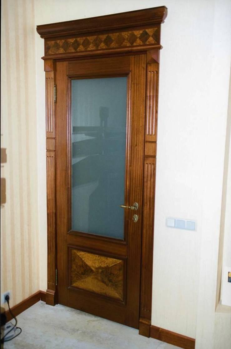 Двери из дуба: Окна и двери в . Автор – Мебельная мастерская Александра Воробьева