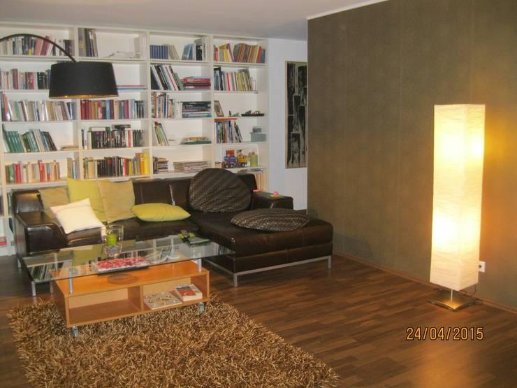 Kostengünstige Doppelhaushälften mit Plusenergie-Niveau:  Wohnzimmer von Planungsbüro Clobes GmbH