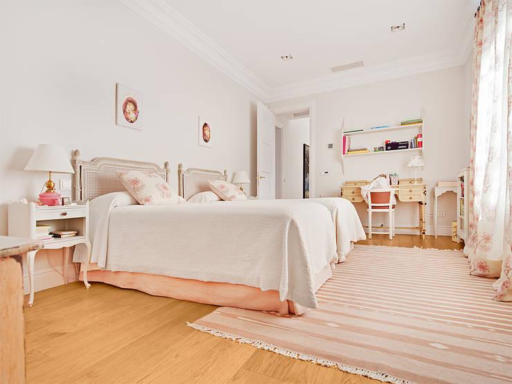 Dormitorios de estilo  por Serrano Suñer Arquitectura