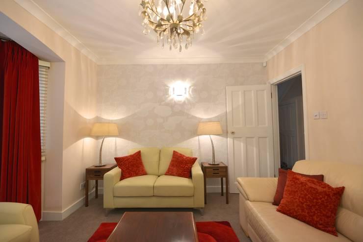 Salon de style  par Chameleon Designs Interiors, Moderne