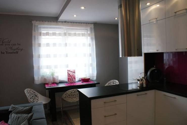 Mieszkanie z dmuchawcem z nutką glamour: styl , w kategorii Jadalnia zaprojektowany przez studio bonito