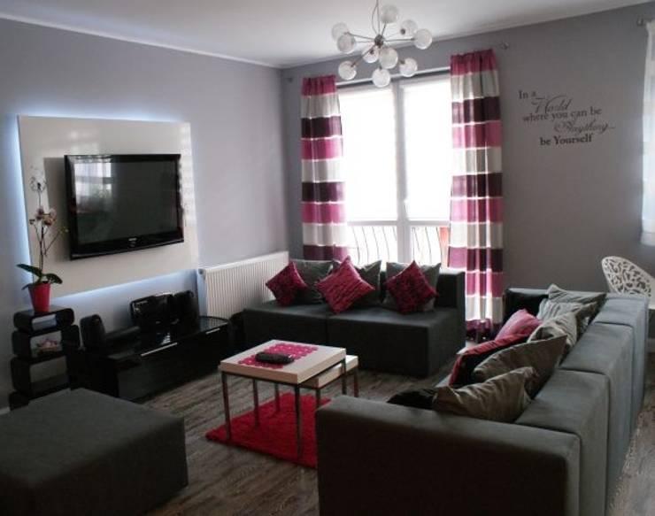 Mieszkanie z dmuchawcem z nutką glamour: styl , w kategorii Salon zaprojektowany przez studio bonito