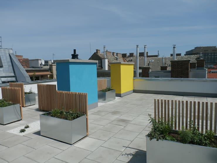 Wohnhaussanierung und Dachgeschoßausbau 1180 Wien, Kreuzgasse 29:  Terrasse von Timo Huber + Partner Architekten ZT-GmbH