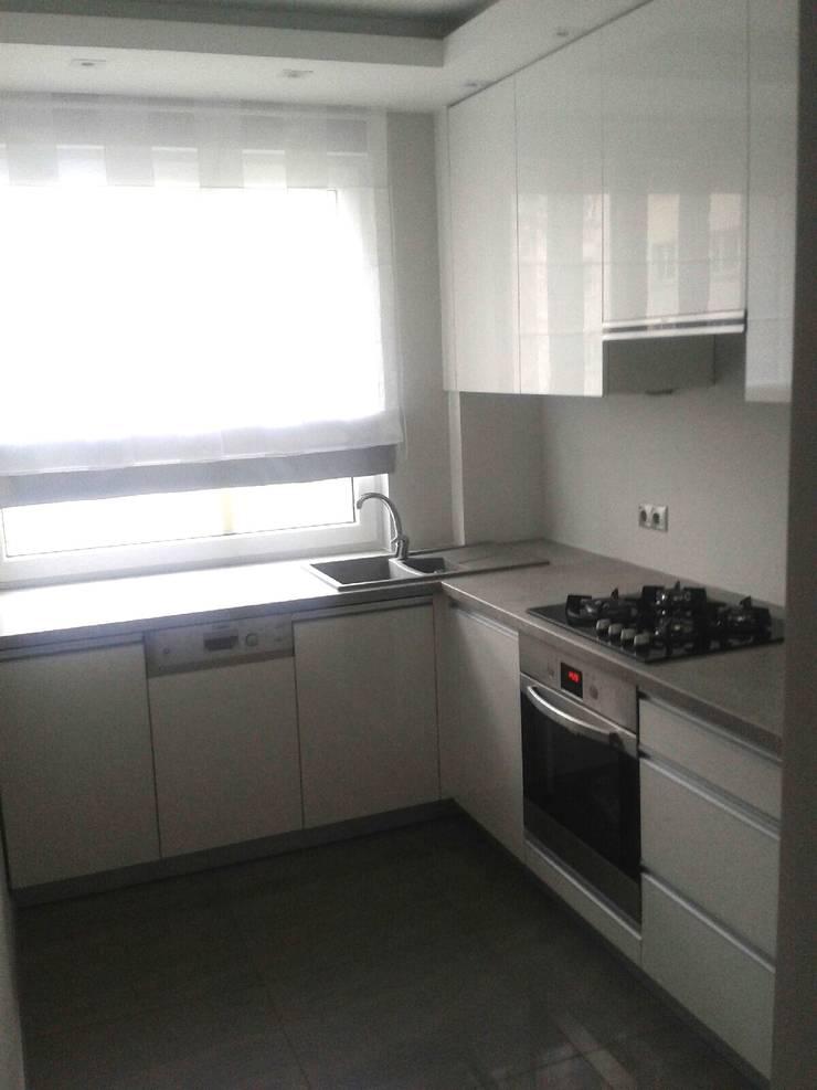 Mieszkanie na wynajem: styl , w kategorii Kuchnia zaprojektowany przez studio bonito