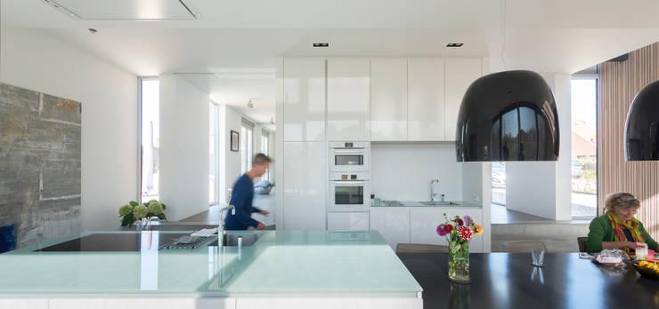 Woonkeuken:  Keuken door Architect2GO