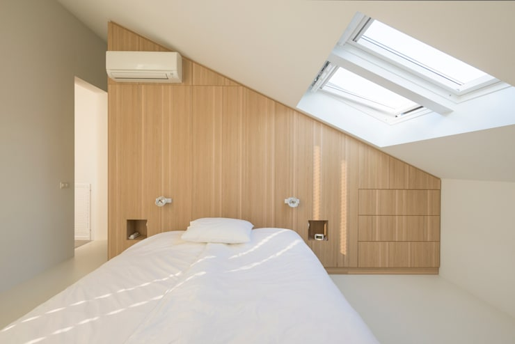 Master bedroom: minimalistische Slaapkamer door Architect2GO