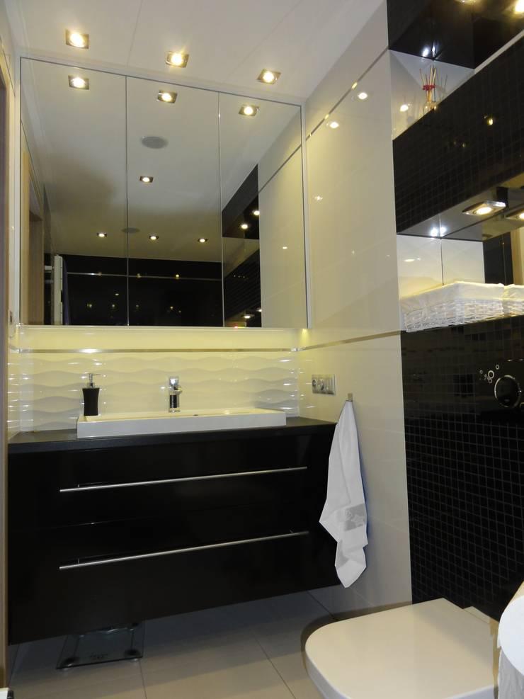 Dom w zabudowie szeregowej: styl , w kategorii Łazienka zaprojektowany przez studio bonito