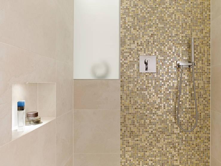 Banheiros minimalistas por Gritzmann Architekten