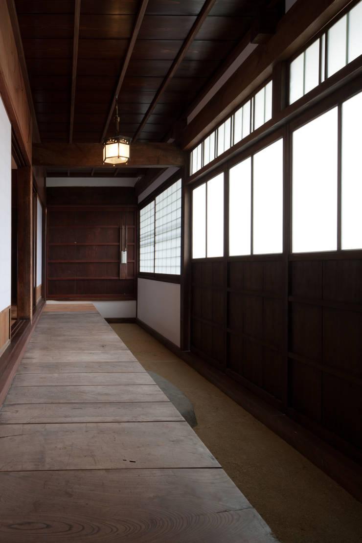 縁側: 杉江直樹設計室が手掛けたです。