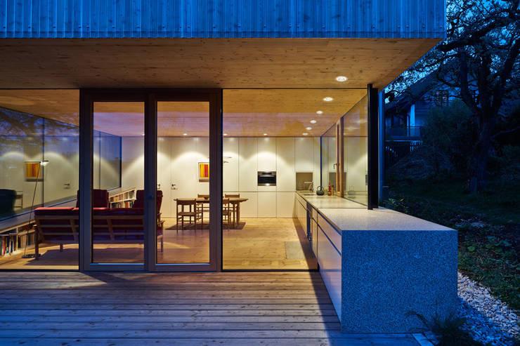 Wohnen im Grünen: minimalistische Häuser von design.s Richard Stanzel e. K.