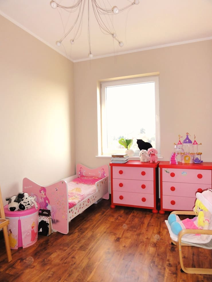 Mieszkanie trochę nowocześnie trochę klasycznie: styl , w kategorii Pokój dziecięcy zaprojektowany przez studio bonito,Klasyczny