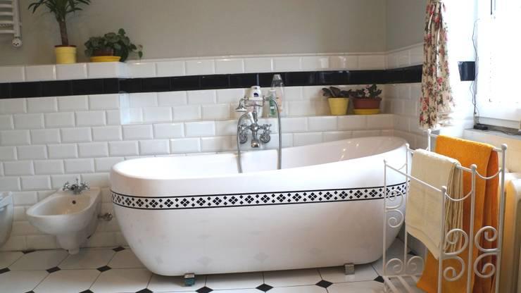 Łazienka w domu na wsi: styl , w kategorii Łazienka zaprojektowany przez studio bonito
