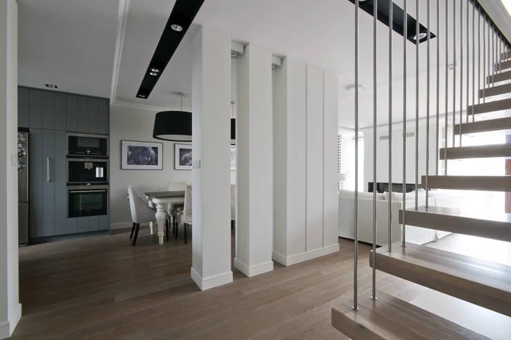 Dom w Falentach : styl , w kategorii Korytarz, przedpokój zaprojektowany przez 3deko