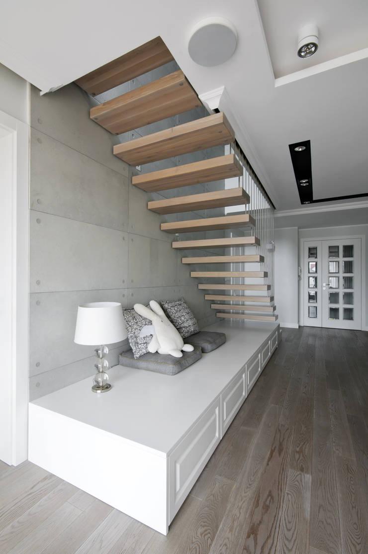 現代風玄關、走廊與階梯 根據 3deko 現代風