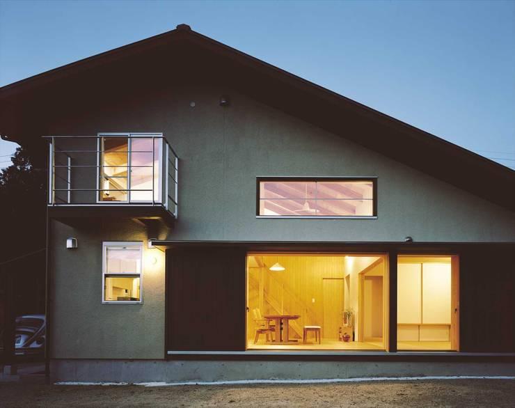 夜景: 松デザインオフィスが手掛けた家です。