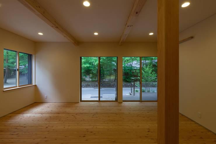 旧軽井沢の家: 光風舎1級建築士事務所が手掛けた和室です。,北欧
