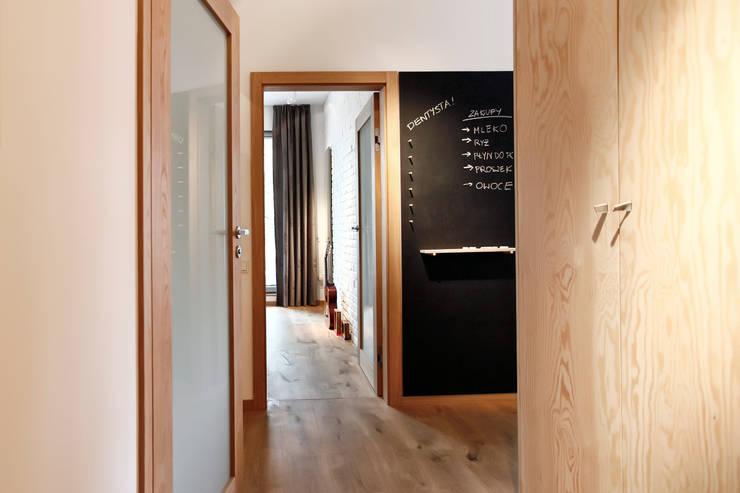 Łazienka : styl , w kategorii Korytarz, przedpokój zaprojektowany przez ARTEMIA DESIGN ,Nowoczesny
