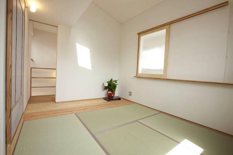 ห้องนอน by 光風舎1級建築士事務所