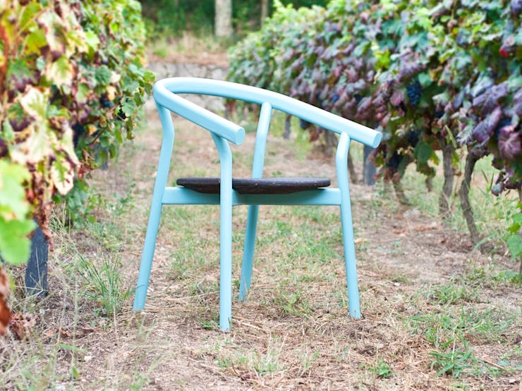 "DORA chair (""scared blue"" option): Casa  por DAM"