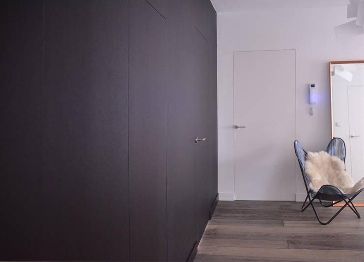 Flur & Diele von MG Interior Studio Michał Głuszak, Minimalistisch