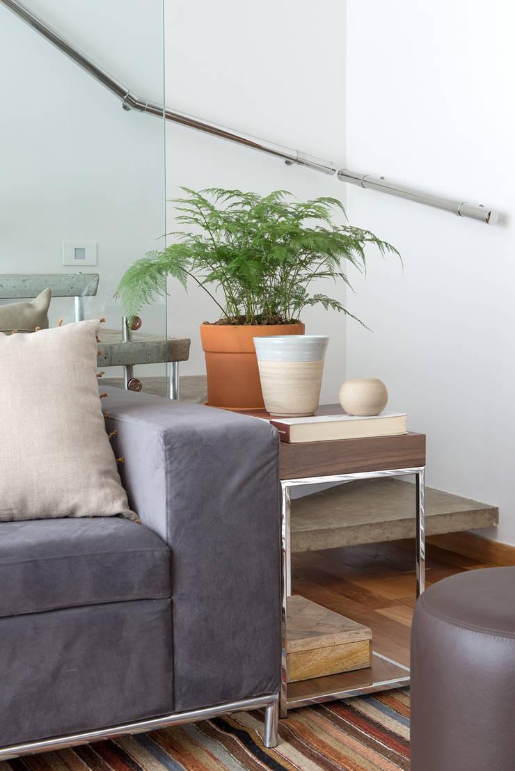 Apartamento Duplex: Jardins  por GUSTAVO GARCIA ARQUITETURA E DESIGN