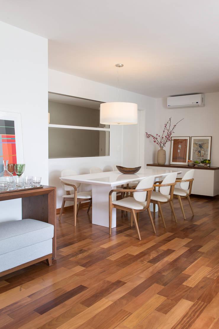 Apartamento Duplex: Salas de jantar  por GUSTAVO GARCIA ARQUITETURA E DESIGN
