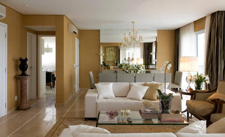 Projekty,  Salon zaprojektowane przez GUSTAVO GARCIA ARQUITETURA E DESIGN