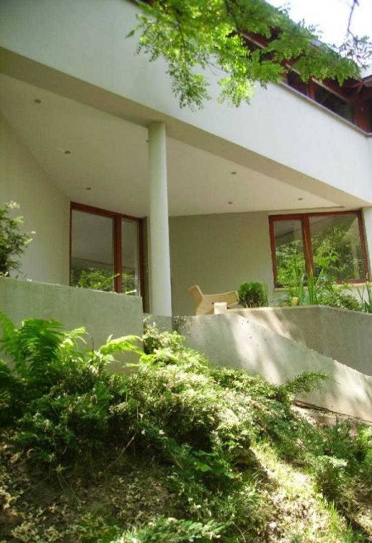 Dom w Wilanowie : styl , w kategorii Domy zaprojektowany przez atz-studio