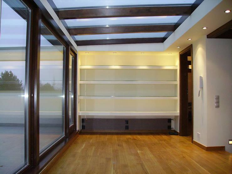 Dom w Laskach: styl , w kategorii Sypialnia zaprojektowany przez atz-studio
